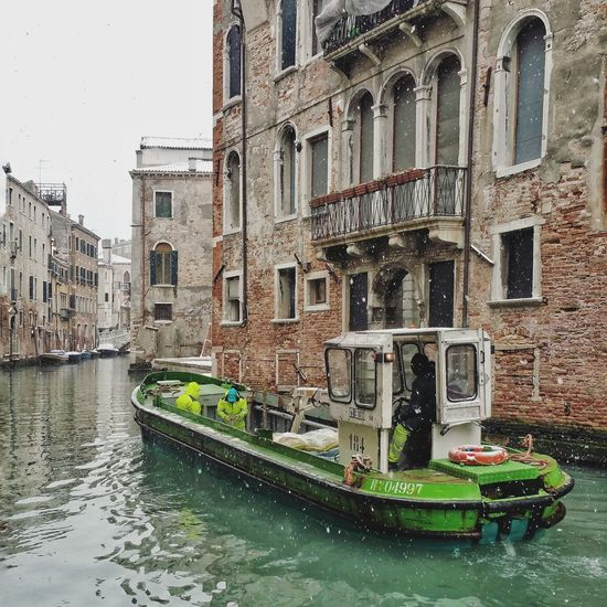 Working Canals And Waterways Outdoors Winter Wall - Building Feature Old Buildings Window Built Structure Canal Venice - Italy Water Vehicle