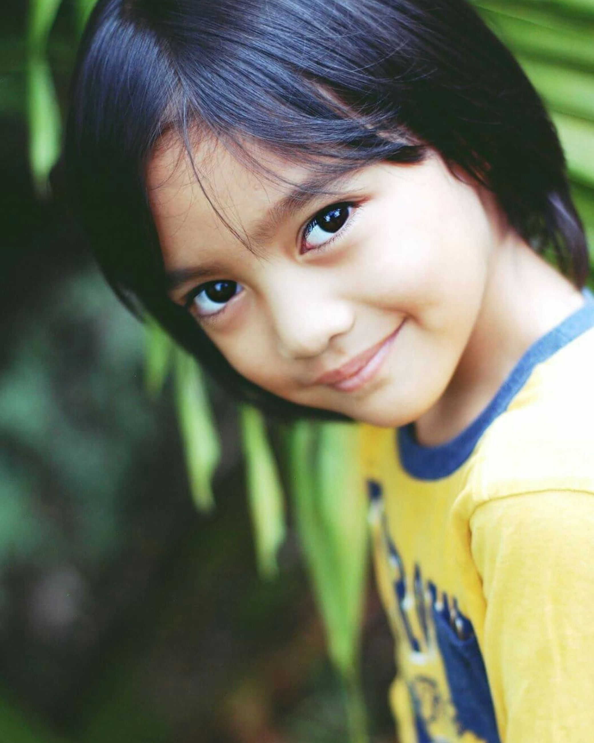 portrait, cute, looking at camera, girls, real people, childhood, one person, child, beauty, close-up, outdoors, human face, lifestyles, smiling, nature, human eye, day, human body part, people, eye color