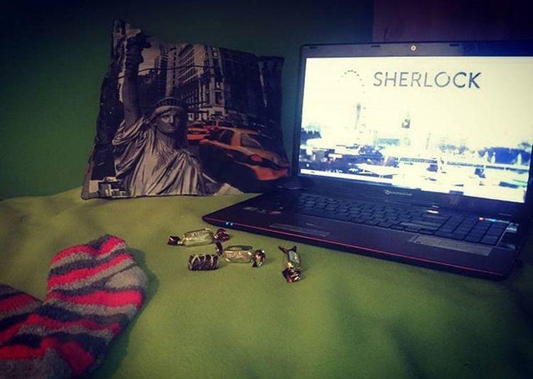 Takie wieczory uwielbiam! Niedziela Singielki wygląda tak! Jak szaleć, to szaleć! 💖 Czas na grube skarpety, odrobina słodkości i Sherlock! 😍 This is my world ! A od jutra czas na innowacyjne rozwiązanie i skuteczne 28-dniowe oczyszczanie! 🌟 Sunday Evening Iloveit Candy Truffles Favorite Tvshow Serials MOVIE Sherlock Winter Socks Blanket Pillow NYC Myworld Polishgirl Pminterational Fitline Cellreset