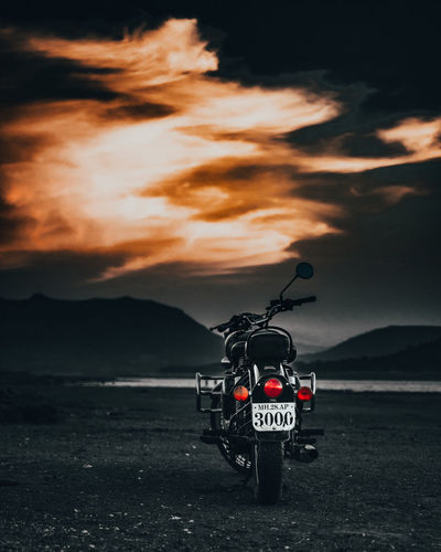 Love you 3000 Bike Bikers Bikeride Bikelife Royalenfield Royalenfieldindia Royalenfieldbullet RoyalEnfieldClasic Royalenfieldmotorcycles RoyalEnfieldMotorbikes Crash Sunset Oil Pump Sky