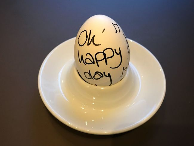 Breakfast Egg with Happy Day paint Egg Close-up Happy Happyday Ohhappyday Eier Ei Frühstücksei Eggs For Breakfast Indoors  Breakfast Time Breakfast Frühstück Eggs Egg Arts Food Day Art No People Eggpainting