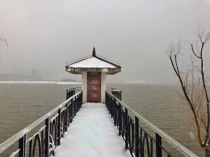 Bridge away Roof Hefei China Snow Water Built Structure Architecture Railing Sea Winter Safety