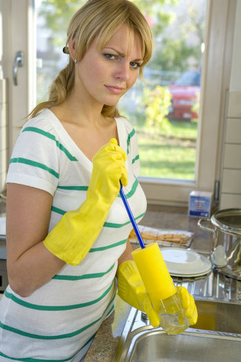 pretty blond woman washing dishes Cleaning Dishes Household Housewife Listless Overworked Washing Woman Girl Indoors  Kitchen Leisure Activity Lifestyles One Person Pretty Stressed Women