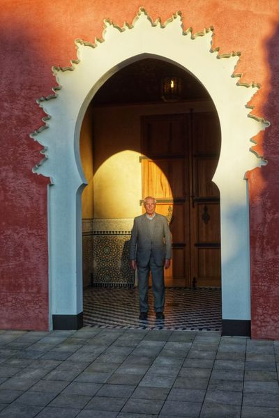 One Man Only Arch Full Length Door Doorway Architecture Shadows & Lights Makemoreportraits Taking Photos Eyeemphotography From My Point Of View Portrait Color Photography Outdoors Art Is Everywhere Gärten Der Welt Illuminated Golden Hour Standing Sunshine
