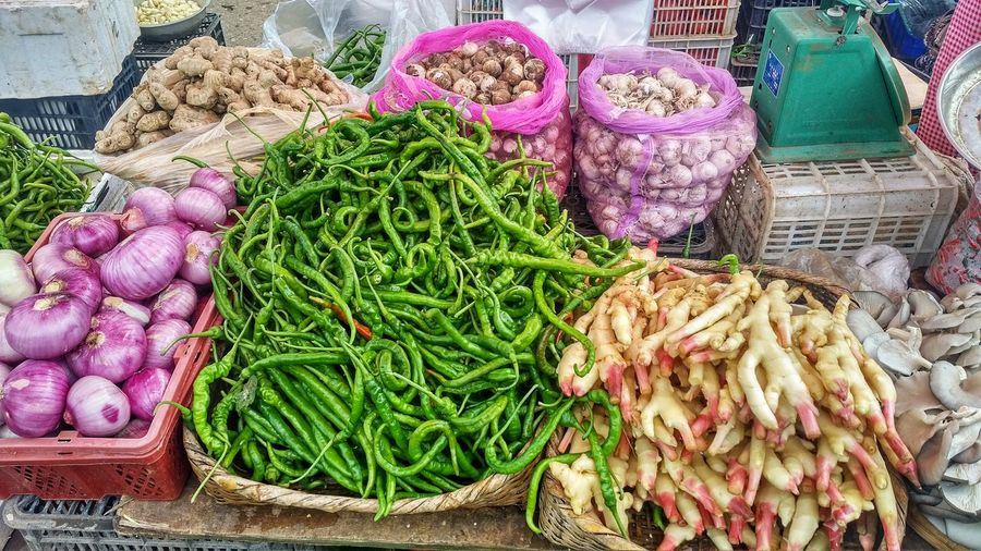 On the foodie adventure trail..... Chilli Wet Market Fresh Vegetables EyeEm Food Stories EyeEm Food Lovers EyeEm Food Photography Foodie Food Stories Basket For Sale High Angle View Variation Market Food And Drink Freshness Market Stall Vegetable Food Healthy Eating