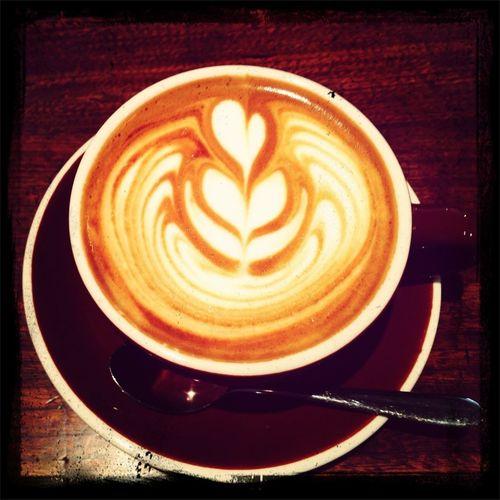 コーヒーのお話をいろいろ聞きながら、ラテとかエアロプレスとか。美味しい時間。