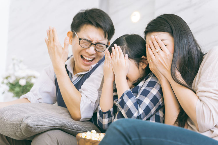 asian family watching scary movies at home Asian  Family Happiness Happy Happy People Family Time Home House Daughter Parent Father Mother Dad Mom Love Lifestyles Living Room ASIA Japanese  Korean Thai Taiwan Moving Scary Tv Watch Popcorn Watching Togetherness Emotion Furniture Young Adult Young Women Men Sitting Adult Women Casual Clothing Indoors  Young Men Two People Sofa Smiling Bonding Eyeglasses  Males  Positive Emotion Couple - Relationship Hairstyle Smile Fun Portrait Girls