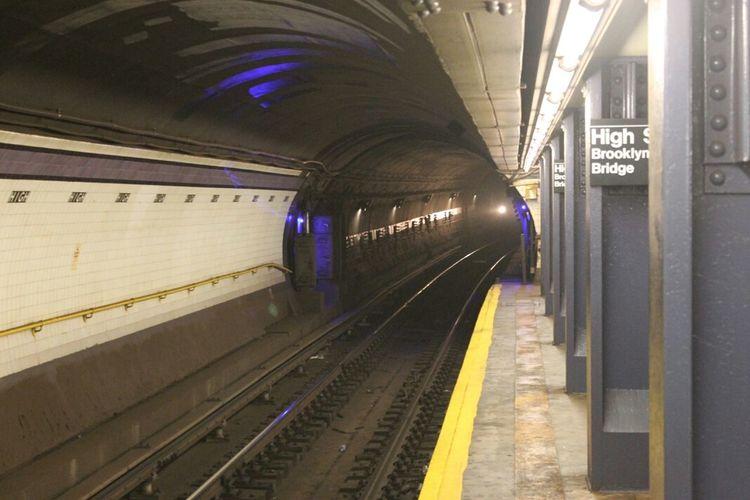 """Tunnelvision, High Street/Brooklyn Bridge, Brooklyn"" Notes From The Underground Subway Public Transportation Brooklyn"