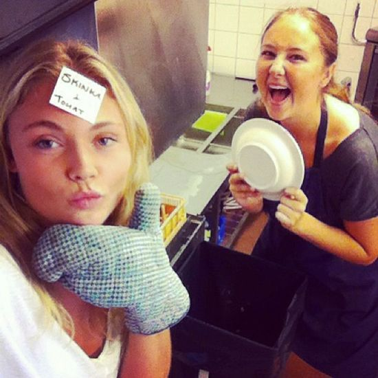 The kitchen-ladies are hyped for their last day serving food to delicious hockey asses....! Yummy Dirtydishes TheLevelAfterExhausted