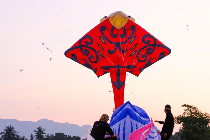 SAM-RAT BEACH - February 10, 2018: Thailand International Kite Festival on February 5, 2018 in Sam-rat beach, Suratthani province Thailand. SAM-RAT BEACH - February 10, 2018: Thailand International Kite Festival On February 5, 2018 In Sam-rat Beach, Suratthani Province Thailand.