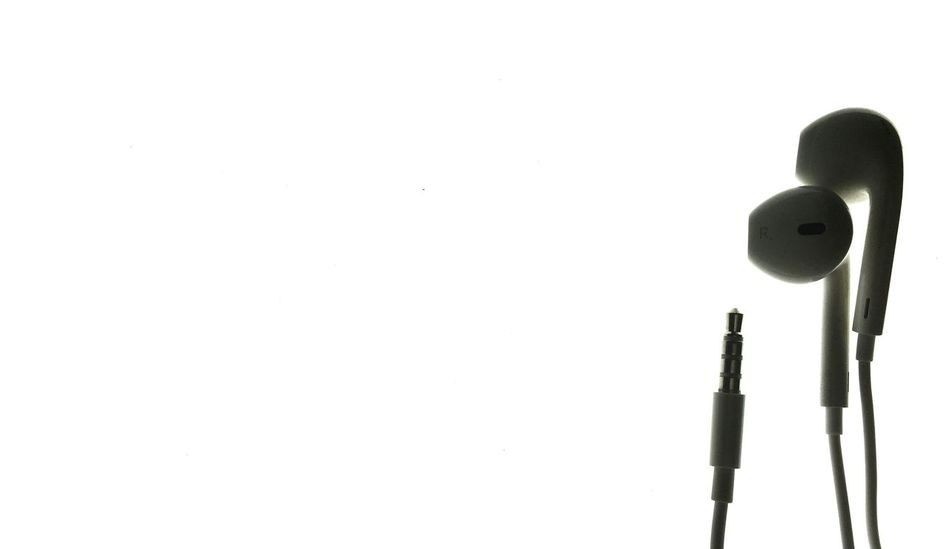 Light No People Outdoors Day Object White Background Studio Shot Creativity Copy Space Indoors  Architecture Photography Minimalism Decoration Full Frame Art And Craft Extreme Close-up Earphones Apple Applemusicfestival