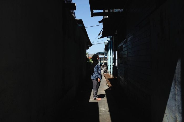 Architecture Built Structure Real People Building Exterior City Building EyeEmNewHere Sunlight Day Lifestyles Leisure Activity People Alley City Life Wall - Building Feature Nature Outdoors Full Length Street Walking Urban Fashion Jungle