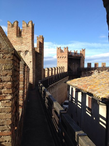 On the top of Gradara castle Towers Story Paoloefrancesca Dante Alighieri Skyblue Walkpath Italy🇮🇹 Gradara Castle Architecture Built Structure History Building Exterior Sky Castle Sunlight Day Outdoors No People City An Eye For Travel Colour Your Horizn The Architect - 2018 EyeEm Awards The Traveler - 2018 EyeEm Awards