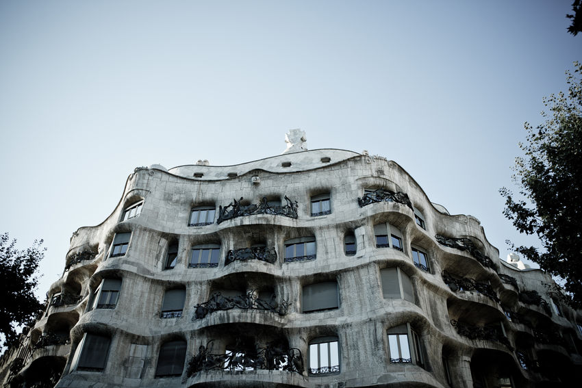 Casa Milà, popularly known as La Pedrera Barcelona Architecture Barcelona Building Exterior Built Structure Casa Mila ( La Pedrera ) Casa Milà Gaudì Catalonia Clear Sky Day Gaudi La Pedrera Low Angle View No People Outdoors Sky Tree Neighborhood Map