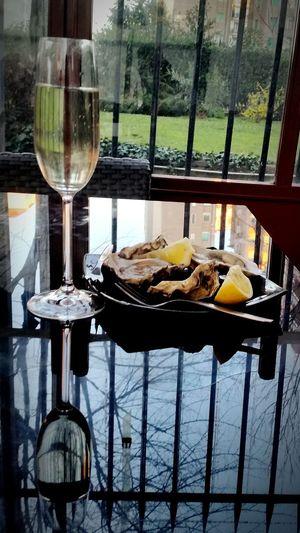 Aperitif Aperitivo  Aperitif Time Spumante Ostriche Oyster  Bolle Bollicine Good Times Milano Milan Italy Vino
