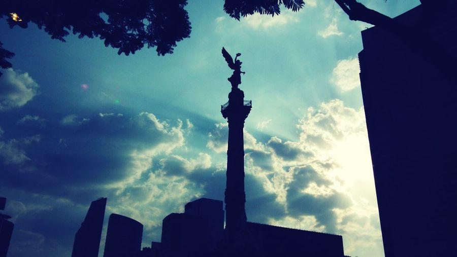 El Angel de Independencia, México. Df Cdmx Monumento Angel Street Calle Cielo Sky Contraste Darkness And Light Glorieta De Insurgentes , México ,Df Mexico City The Street Photographer - 2017 EyeEm Awards The Street Photographer - 2017 EyeEm Awards