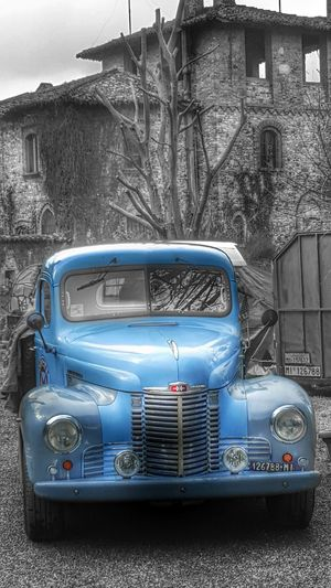 Selective Color Selective Colours Old Cars/vans Old Van Pleasantville Parked Memories Borghi Samsung Eyem Best Shot Taking Photos Relaxing Enjoying Life Eyemphotography Emotional Photography Hello World Old Edit Eyem Gallery Hdr_Collection Hdr_lovers Beauties On Streets