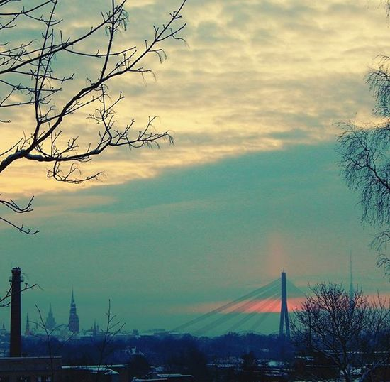 Saullēks ziemas debesīs. Rīga 🌇 Sunrise in the winter sky. City Riga 🌇🌇🌇 Saullēkts Sunrise Saullēkts Sunrise_sunsets_aroundworld Ziema Winter Debesis Sky Riga Riga Rigaphotos Latvija Latvia рига Vanšutilts Vansubridge Dzegužkalns Dzegužkalns Pilseta City Cityview Wintersky Ziemasdebess It's Cold Outside Showcase:January