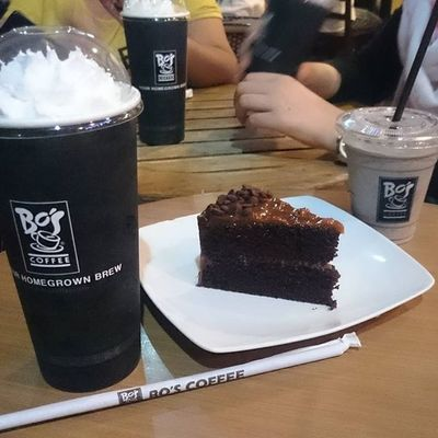 A CAFFIENE TREAT WITH THE PESKIES. After a long meeting... One crazy night of mint tea and oreo for the sick RNs. 😷😪👍👌😁😻😉😄☕🍵🍰 Sweettreat Dulcedeleche Coffeejelly Whitechocolate Chocolatechip Oreocoffee Minttea Coffeebreaky Thanksdocmacky Chitchat Instarob MasterRaj Jaydeeslexic KristinaEpicCat INaughty Docmakimacky ICAN XPERIA BeMoved DemandGreat SonyGLens @sonyphinc