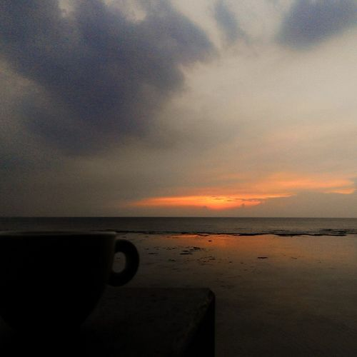 Aku Diantara Kopisore dan Jingga Kopi Senja  Sunset Sunrise_and_sunsets Coffeetime Staycalm Whooshaa Fatamorphosis Lenovotography Photooftheday Photophone  Lzybstrd Pocketphotography