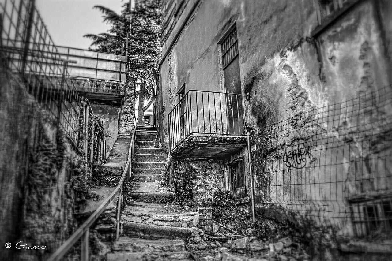 abandoned, architecture, damaged, built structure, run-down, no people, bad condition, old ruin, destruction, building exterior, day, rotting, outdoors