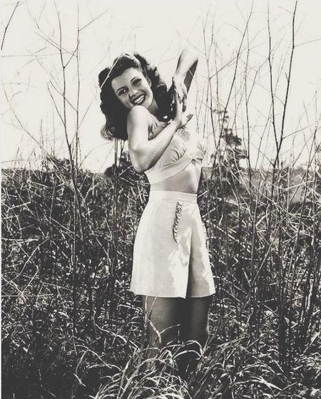 Rita Hayworth Beautiful 40s