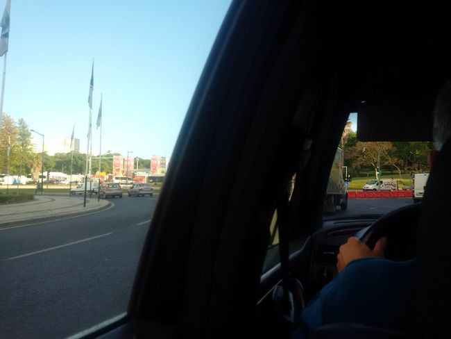 Original Taxi während Fahrt in Lissabon . Kein Rauschen von Kamera des Z30