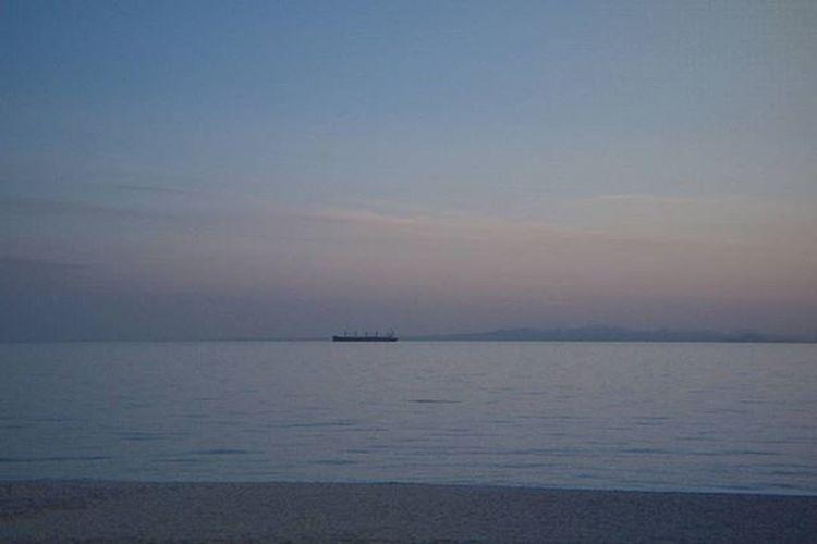 Oldlens GF2 Lumix Panasonic  Pentax Pentaxlens 50mmf2 Lumixgf2 ルミックスgf2 ルミックス オールドレンズ オールドレンズ部 カメラ好きな人と繋がりたい 写真好きな人と繋がりたい ファインダー越しの私の世界 ミラーレス カメラ好き ペンタックス ペンタックスレンズ パナソニック オールドレンズに恋してる Sunsetbeach Sea 海 空 夕空 お写んぽ カメラ日和 船 砂浜