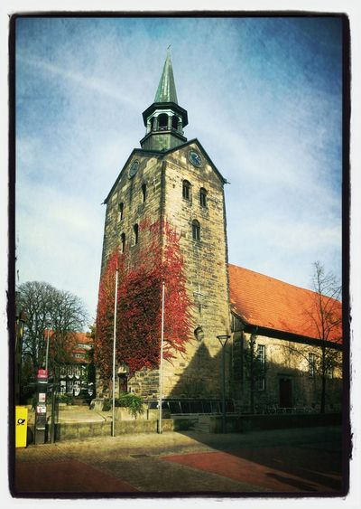 Kirche in Wunstorf im Herbst