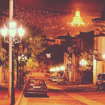 Muhteşem bir manzara, ışıklar şehri Tiflis Tbilisi Ligt of City caucassian in paris good night sun georgian sakartvelo