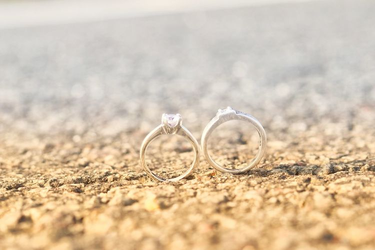 EyeEmNewHere EyeEm Best Shots Light And Shadow Eyemphotography Outdoor Photography Tranquility Scenics Blue Sky EyeEm Selects Beach Diamond Ring Wedding Love Togetherness Ring Life Events Engagement Ring Jewelry Close-up Wedding Ring Wedding Ceremony Ceremony Diamond - Gemstone Love Is Love