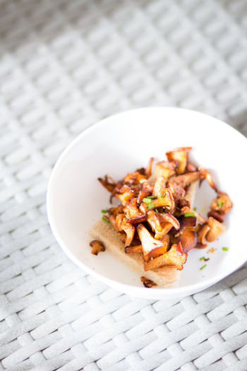 Hungry Chanterelles Close-up Focus On Foreground Food Freshness Healthy Eating High Angle View Indoors  Meal Meat Mushroom No People Pattern Place Mat Plate Ready-to-eat Serving Size Still Life Table Temptation Toasted Bread Vegetable Vegetarian Food Wellbeing