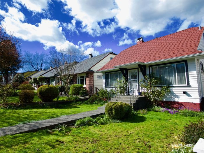 Pacific Northwest  Building Exterior Buildings,style,arquitecture,sky Built Structure Bungalow, Lawn, Clouds, Blue Sky, 50's House, Trees, Outdoors, Cloud - Sky Front Or Back Yard Green Color House No People No People, Outdoors, Outdoors Residential District Sky