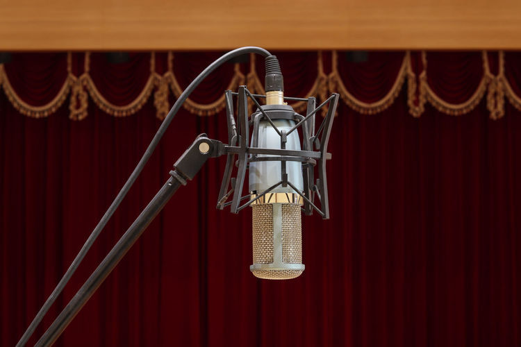 microphone on stage Red Hanging Indoors  Curtain Input Device Stage - Performance Space Stage Microphone No People Close-up Arts Culture And Entertainment Performance Metal Focus On Foreground Stage Theater Sport Absence Music Rope Spotlight