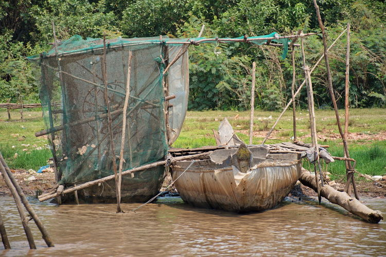 Traveling by boat on tonle sap lake along the fishing village komprongpok