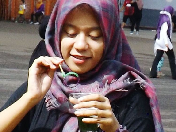 Bubble sticks... Soap Bubbles Bubbles Bubble Street Photography Jilbab Jilbaab Color Portrait