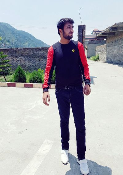 Hi Friends One Man Only One Young Man Only Front View Adult Young Men Full Length Outdoors Lifestyles Thats Me ♥ Life Style Fashion LV Shose😜 Standing Activity Freshness Day Eyem Best Shots Gd Looking Model Pose Afridi Pose😃😉