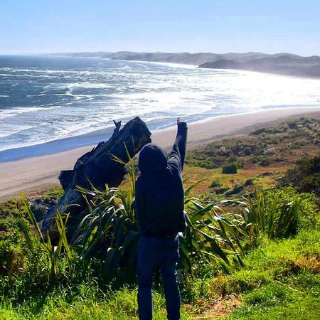 TBT  Escaping from Student life in Hamilton to point at things in the Sky and Ocean at the Beach in Raglan If you squint hard enough you can see Australia Loljk