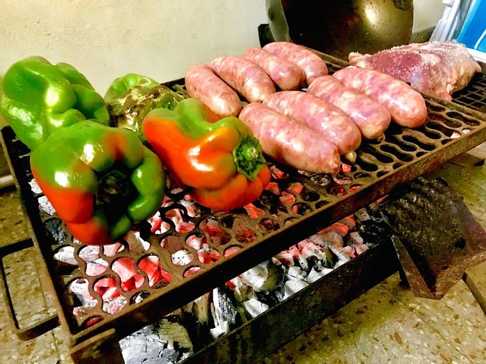 Asado Roasted Meatlovers Pepper - Vegetable Green Pepper Pepper Grilled Meat Grilled Grill Barbecue Grill Barbecue Chorizo Argentino Chorizo De Cerdo Chorizos  Morrones Asadoargentino Asado Argentino Asado Food And Drink Food Healthy Eating Freshness No People High Angle View Vegetable Close-up