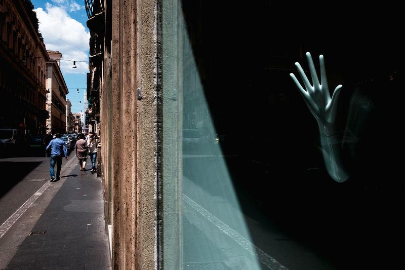 Street impression, Rome Alien City Hand Im Italy Mannequin Rome Streetphotography Urban