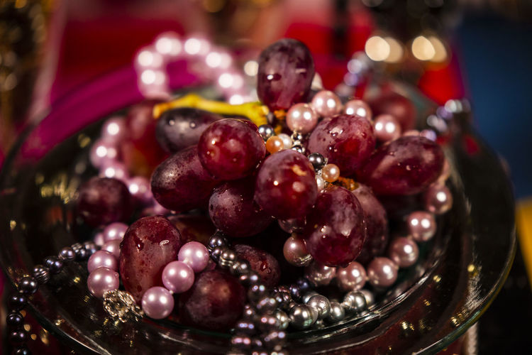 Close-up of grapes in bowl