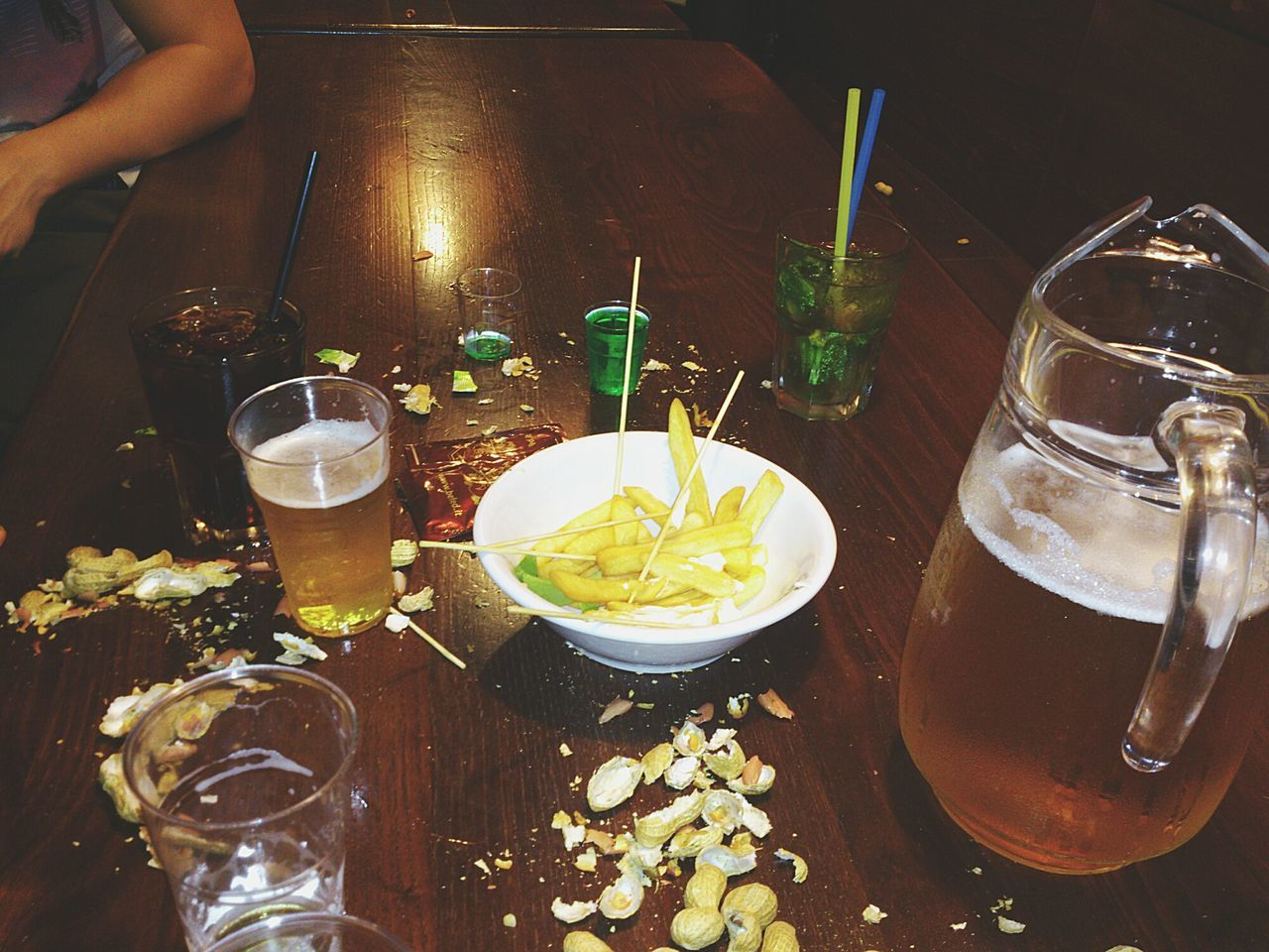 food and drink, drink, drinking glass, food, table, freshness, refreshment, human hand, real people, indoors, human body part, alcohol, beer, indulgence, drinking straw, bowl, cocktail, one person, ready-to-eat, close-up, day, people