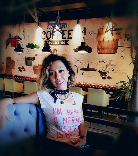 Coffee Time Relaxing Moments Chat Conversation Lovely Afternoon Smile❤ Be Positive & Smile Always<3 Be Positive Portrait Hanging Front View Waist Up Looking At Camera