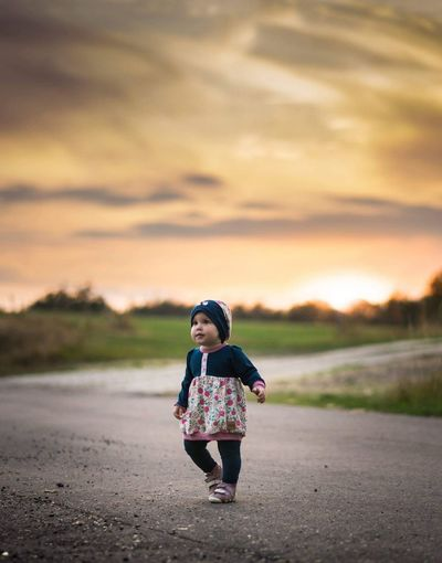 laufen lernen Kids Kinder Kindergarten Kindersurprise Kidsphotography Kids Being Kids Kids Having Fun EyeEm Selects Full Length Sunset Rural Scene Standing Road Front View Sky Countryside Flower Head