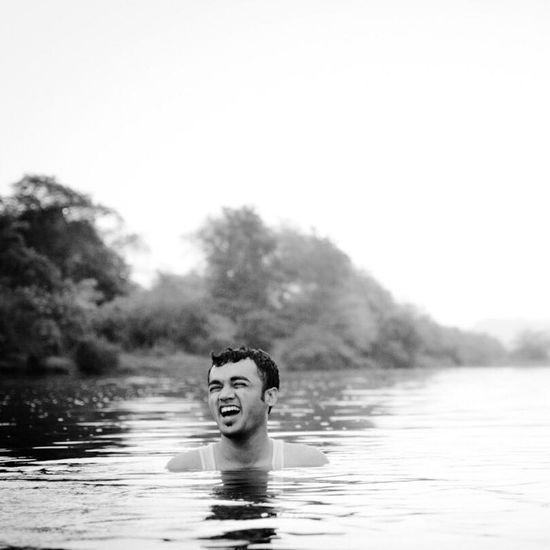 Me Me Me Me Hanging Out Swimming Kolad