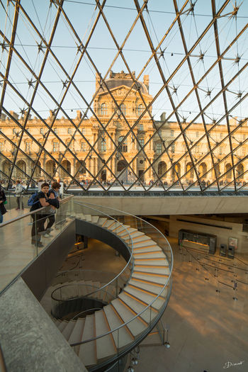 Pyramide Du Louvre Louvre Escaliers Stairs