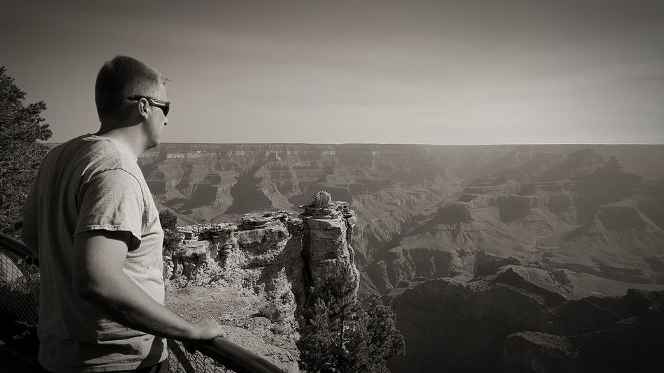 Grand Canyon Mountains And Sky Mountain View Landscape Scenics One Man Only Adult One Person People T-shirt Eyeglasses  Outdoors Clear Sky Sky EyeEmNewHere Eyeemphotography EyeEm Best Shots