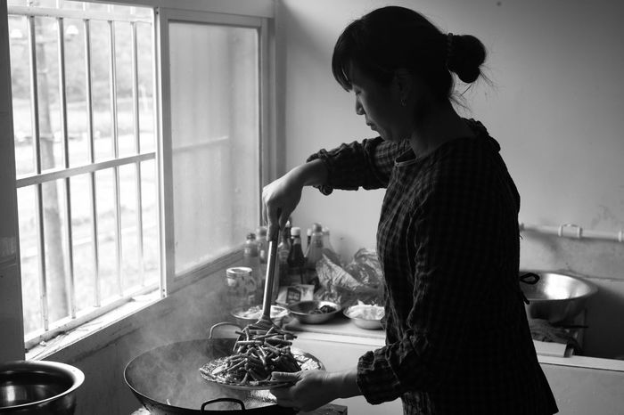 cooking Window Working Leicam HuBei Blackandwhite Black And White Women Black And White Photography City Life Capture The Moment Indoors  Cooking Lunchtime Chinese Food