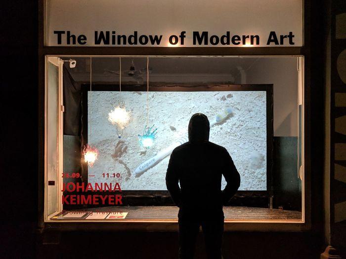 Quick glimpse of art Art Exhibition Men Rear View Western Script Art Museum