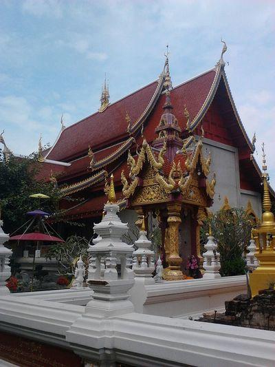 Wat Baan Tawai Architecture